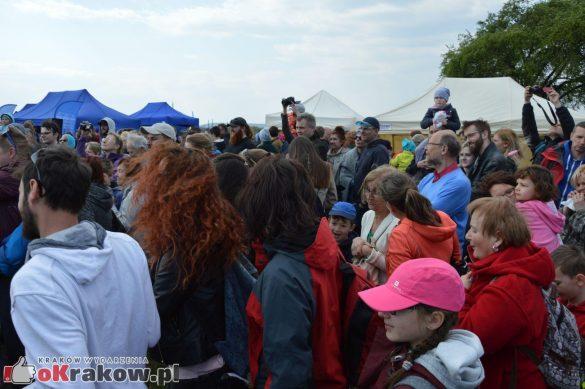 krakow podgorze rekawka kopiec krakusa 2019 879 585x389 - Obszerna galeria zdjęć z Tradycyjnego Święta Rękawki na Kopcu Krakusa
