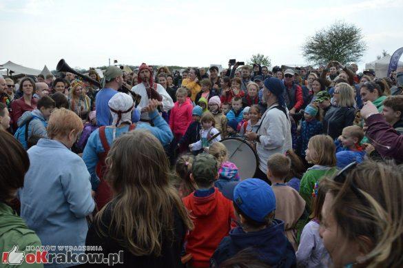 krakow podgorze rekawka kopiec krakusa 2019 885 585x389 - Obszerna galeria zdjęć z Tradycyjnego Święta Rękawki na Kopcu Krakusa