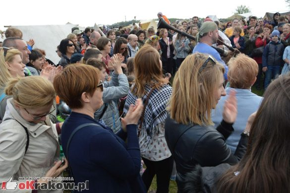 krakow podgorze rekawka kopiec krakusa 2019 898 585x389 - Obszerna galeria zdjęć z Tradycyjnego Święta Rękawki na Kopcu Krakusa