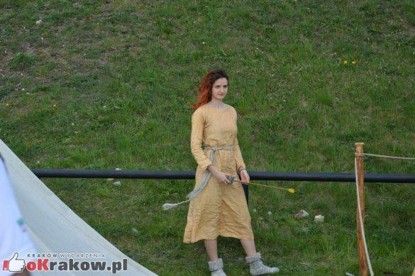 krakow podgorze rekawka kopiec krakusa 2019 967 585x389 - Obszerna galeria zdjęć z Tradycyjnego Święta Rękawki na Kopcu Krakusa