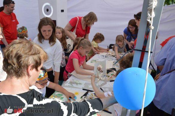 piknik rodzinny krakow bulwary wislane dzien dziecka 13 585x389 - Galeria zdjęć ze Smoczego Pikniku Rodzinnego nad Wisłą w Krakowie (1 czerwca 2019 Dzień Dziecka)