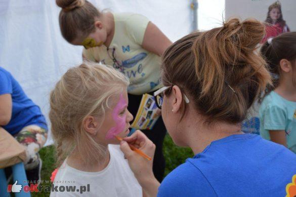 piknik rodzinny krakow bulwary wislane dzien dziecka 17 585x389 - Galeria zdjęć ze Smoczego Pikniku Rodzinnego nad Wisłą w Krakowie (1 czerwca 2019 Dzień Dziecka)