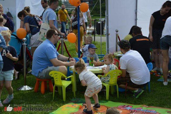 piknik rodzinny krakow bulwary wislane dzien dziecka 22 585x389 - Galeria zdjęć ze Smoczego Pikniku Rodzinnego nad Wisłą w Krakowie (1 czerwca 2019 Dzień Dziecka)