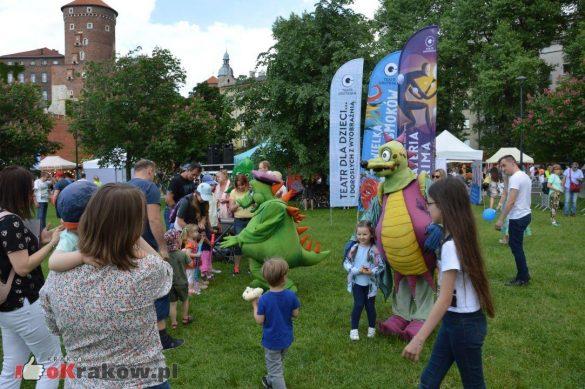 piknik rodzinny krakow bulwary wislane dzien dziecka 31 585x389 - Galeria zdjęć ze Smoczego Pikniku Rodzinnego nad Wisłą w Krakowie (1 czerwca 2019 Dzień Dziecka)