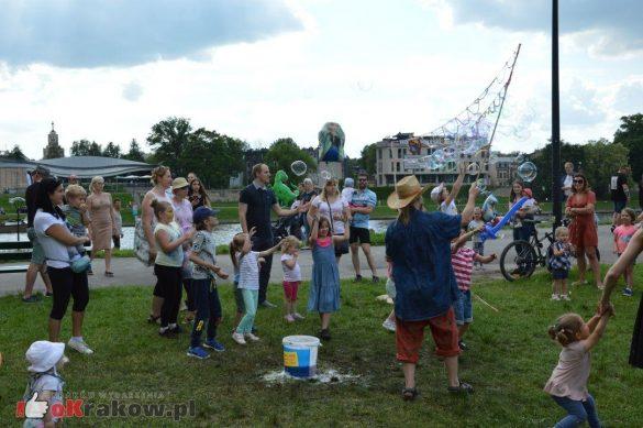 piknik rodzinny krakow bulwary wislane dzien dziecka 36 585x389 - Galeria zdjęć ze Smoczego Pikniku Rodzinnego nad Wisłą w Krakowie (1 czerwca 2019 Dzień Dziecka)