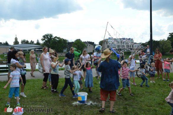 piknik rodzinny krakow bulwary wislane dzien dziecka 37 585x389 - Galeria zdjęć ze Smoczego Pikniku Rodzinnego nad Wisłą w Krakowie (1 czerwca 2019 Dzień Dziecka)