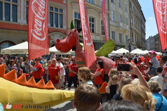 wielka parada smokow przeszla przez krakow w 40 smokow do okola swiata 2019 110 585x389 - Parada Smoków przeszła przez Kraków. Obszerna galeria zdjęć - 2 czerwca 2019 w Krakowie