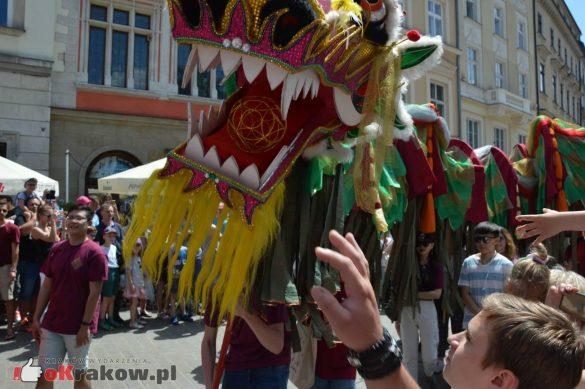 wielka parada smokow przeszla przez krakow w 40 smokow do okola swiata 2019 121 585x389 - Parada Smoków przeszła przez Kraków. Obszerna galeria zdjęć - 2 czerwca 2019 w Krakowie