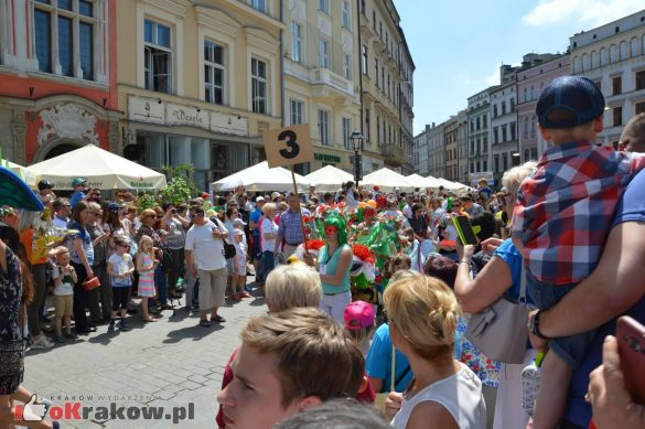 wielka parada smokow przeszla przez krakow w 40 smokow do okola swiata 2019 137 585x389 - Parada Smoków przeszła przez Kraków. Obszerna galeria zdjęć - 2 czerwca 2019 w Krakowie