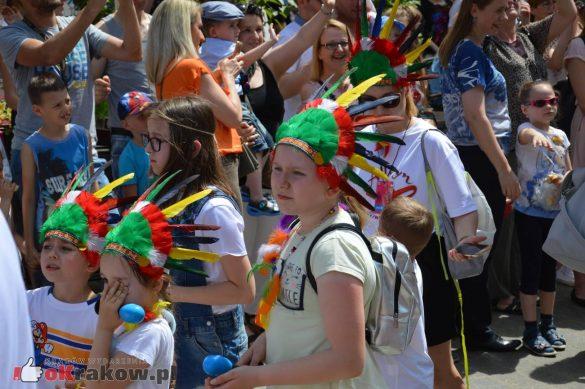 wielka parada smokow przeszla przez krakow w 40 smokow do okola swiata 2019 147 585x389 - Parada Smoków przeszła przez Kraków. Obszerna galeria zdjęć - 2 czerwca 2019 w Krakowie