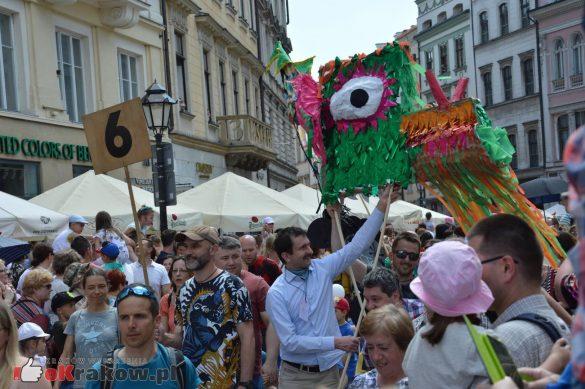 wielka parada smokow przeszla przez krakow w 40 smokow do okola swiata 2019 154 585x389 - Parada Smoków przeszła przez Kraków. Obszerna galeria zdjęć - 2 czerwca 2019 w Krakowie