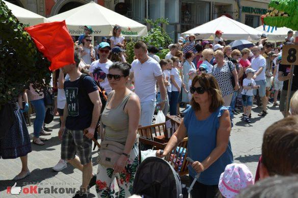 wielka parada smokow przeszla przez krakow w 40 smokow do okola swiata 2019 166 585x389 - Parada Smoków przeszła przez Kraków. Obszerna galeria zdjęć - 2 czerwca 2019 w Krakowie