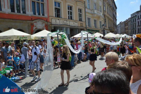 wielka parada smokow przeszla przez krakow w 40 smokow do okola swiata 2019 170 585x389 - Parada Smoków przeszła przez Kraków. Obszerna galeria zdjęć - 2 czerwca 2019 w Krakowie