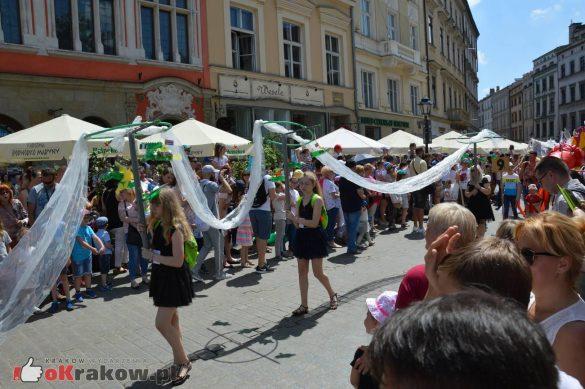 wielka parada smokow przeszla przez krakow w 40 smokow do okola swiata 2019 171 585x389 - Parada Smoków przeszła przez Kraków. Obszerna galeria zdjęć - 2 czerwca 2019 w Krakowie