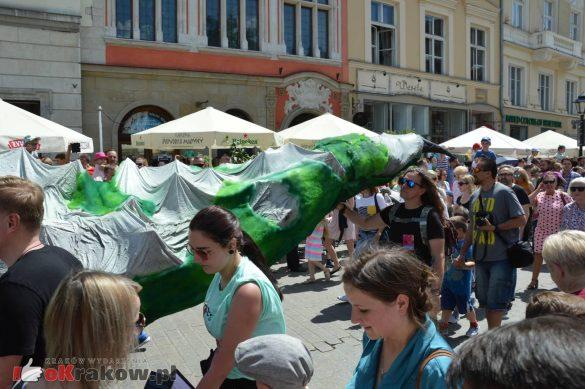 wielka parada smokow przeszla przez krakow w 40 smokow do okola swiata 2019 180 585x389 - Parada Smoków przeszła przez Kraków. Obszerna galeria zdjęć - 2 czerwca 2019 w Krakowie