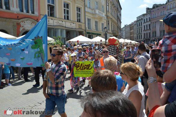 wielka parada smokow przeszla przez krakow w 40 smokow do okola swiata 2019 194 585x389 - Parada Smoków przeszła przez Kraków. Obszerna galeria zdjęć - 2 czerwca 2019 w Krakowie