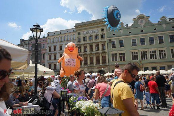 wielka parada smokow przeszla przez krakow w 40 smokow do okola swiata 2019 2 585x390 - Parada Smoków przeszła przez Kraków. Obszerna galeria zdjęć - 2 czerwca 2019 w Krakowie