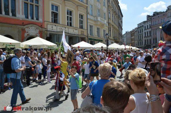 wielka parada smokow przeszla przez krakow w 40 smokow do okola swiata 2019 200 585x389 - Parada Smoków przeszła przez Kraków. Obszerna galeria zdjęć - 2 czerwca 2019 w Krakowie