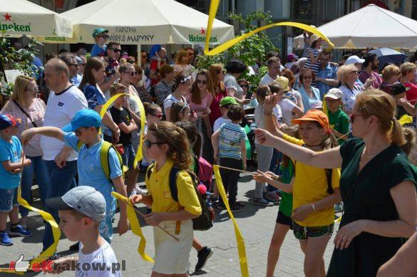 wielka parada smokow przeszla przez krakow w 40 smokow do okola swiata 2019 205 585x389 - Parada Smoków przeszła przez Kraków. Obszerna galeria zdjęć - 2 czerwca 2019 w Krakowie
