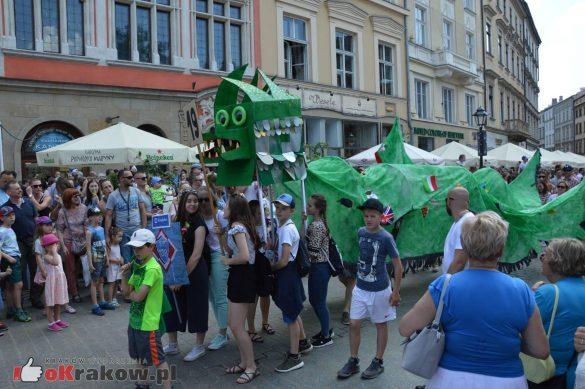 wielka parada smokow przeszla przez krakow w 40 smokow do okola swiata 2019 227 585x389 - Parada Smoków przeszła przez Kraków. Obszerna galeria zdjęć - 2 czerwca 2019 w Krakowie