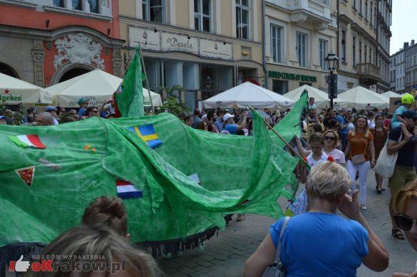 wielka parada smokow przeszla przez krakow w 40 smokow do okola swiata 2019 229 585x389 - Parada Smoków przeszła przez Kraków. Obszerna galeria zdjęć - 2 czerwca 2019 w Krakowie