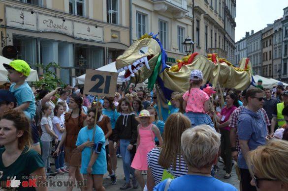 wielka parada smokow przeszla przez krakow w 40 smokow do okola swiata 2019 230 585x389 - Parada Smoków przeszła przez Kraków. Obszerna galeria zdjęć - 2 czerwca 2019 w Krakowie