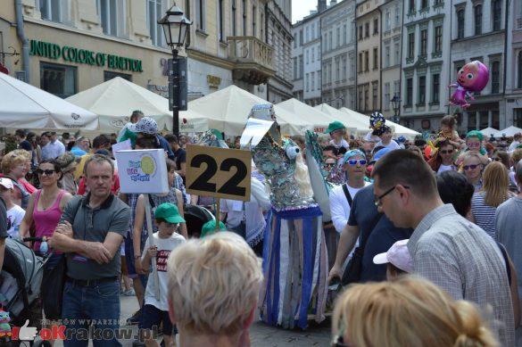 wielka parada smokow przeszla przez krakow w 40 smokow do okola swiata 2019 233 585x389 - Parada Smoków przeszła przez Kraków. Obszerna galeria zdjęć - 2 czerwca 2019 w Krakowie