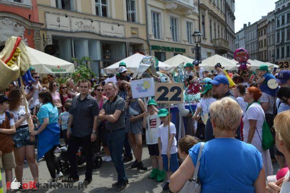 wielka parada smokow przeszla przez krakow w 40 smokow do okola swiata 2019 236 585x389 - Parada Smoków przeszła przez Kraków. Obszerna galeria zdjęć - 2 czerwca 2019 w Krakowie