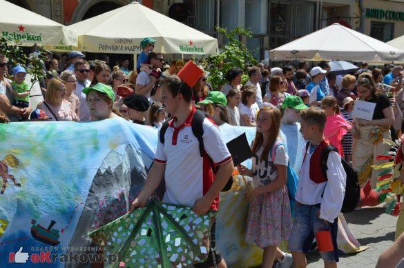 wielka parada smokow przeszla przez krakow w 40 smokow do okola swiata 2019 241 585x389 - Parada Smoków przeszła przez Kraków. Obszerna galeria zdjęć - 2 czerwca 2019 w Krakowie