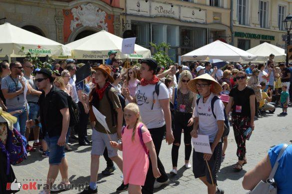 wielka parada smokow przeszla przez krakow w 40 smokow do okola swiata 2019 244 585x389 - Parada Smoków przeszła przez Kraków. Obszerna galeria zdjęć - 2 czerwca 2019 w Krakowie