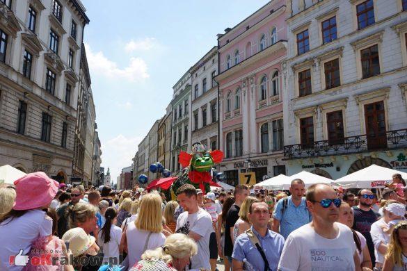 wielka parada smokow przeszla przez krakow w 40 smokow do okola swiata 2019 25 585x390 - Parada Smoków przeszła przez Kraków. Obszerna galeria zdjęć - 2 czerwca 2019 w Krakowie