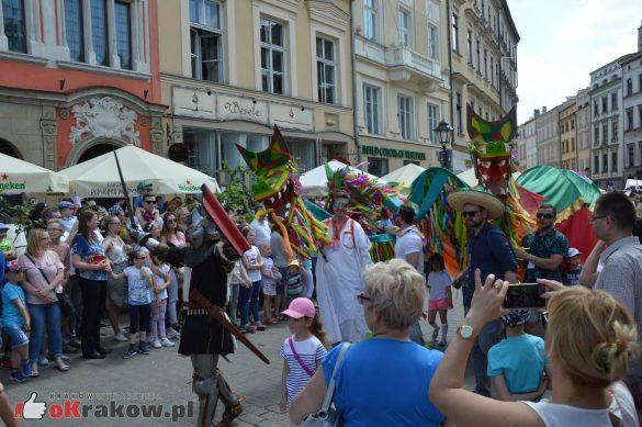 wielka parada smokow przeszla przez krakow w 40 smokow do okola swiata 2019 269 585x389 - Parada Smoków przeszła przez Kraków. Obszerna galeria zdjęć - 2 czerwca 2019 w Krakowie