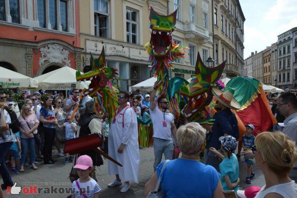 wielka parada smokow przeszla przez krakow w 40 smokow do okola swiata 2019 270 585x389 - Parada Smoków przeszła przez Kraków. Obszerna galeria zdjęć - 2 czerwca 2019 w Krakowie
