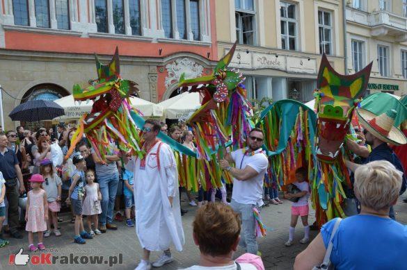 wielka parada smokow przeszla przez krakow w 40 smokow do okola swiata 2019 275 585x389 - Parada Smoków przeszła przez Kraków. Obszerna galeria zdjęć - 2 czerwca 2019 w Krakowie