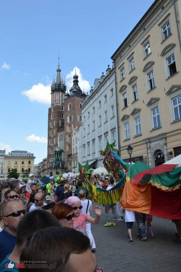 wielka parada smokow przeszla przez krakow w 40 smokow do okola swiata 2019 276 585x880 - Parada Smoków przeszła przez Kraków. Obszerna galeria zdjęć - 2 czerwca 2019 w Krakowie