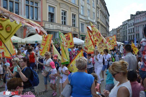 wielka parada smokow przeszla przez krakow w 40 smokow do okola swiata 2019 284 585x389 - Parada Smoków przeszła przez Kraków. Obszerna galeria zdjęć - 2 czerwca 2019 w Krakowie