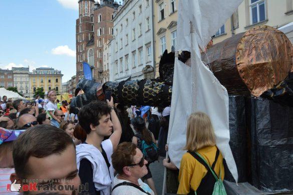 wielka parada smokow przeszla przez krakow w 40 smokow do okola swiata 2019 296 585x389 - Parada Smoków przeszła przez Kraków. Obszerna galeria zdjęć - 2 czerwca 2019 w Krakowie