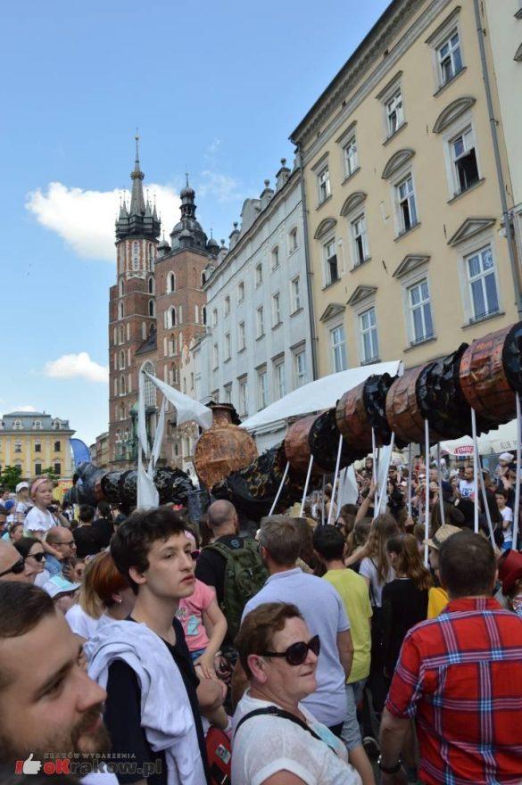 wielka parada smokow przeszla przez krakow w 40 smokow do okola swiata 2019 298 585x880 - Parada Smoków przeszła przez Kraków. Obszerna galeria zdjęć - 2 czerwca 2019 w Krakowie