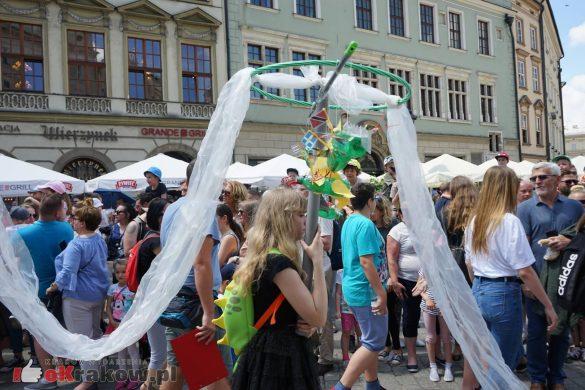 wielka parada smokow przeszla przez krakow w 40 smokow do okola swiata 2019 31 585x390 - Parada Smoków przeszła przez Kraków. Obszerna galeria zdjęć - 2 czerwca 2019 w Krakowie