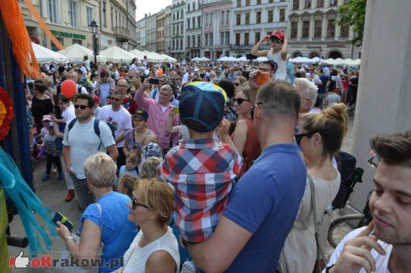 wielka parada smokow przeszla przez krakow w 40 smokow do okola swiata 2019 310 585x389 - Parada Smoków przeszła przez Kraków. Obszerna galeria zdjęć - 2 czerwca 2019 w Krakowie