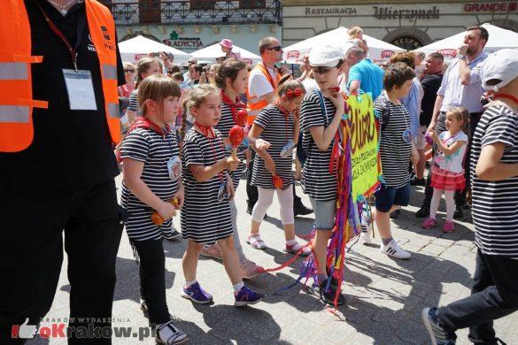 wielka parada smokow przeszla przez krakow w 40 smokow do okola swiata 2019 43 585x390 - Parada Smoków przeszła przez Kraków. Obszerna galeria zdjęć - 2 czerwca 2019 w Krakowie