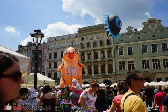 wielka parada smokow przeszla przez krakow w 40 smokow do okola swiata 2019 5 585x390 - Parada Smoków przeszła przez Kraków. Obszerna galeria zdjęć - 2 czerwca 2019 w Krakowie