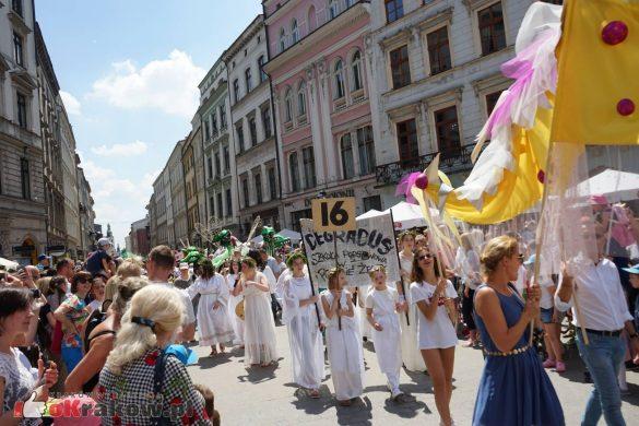 wielka parada smokow przeszla przez krakow w 40 smokow do okola swiata 2019 52 585x390 - Parada Smoków przeszła przez Kraków. Obszerna galeria zdjęć - 2 czerwca 2019 w Krakowie