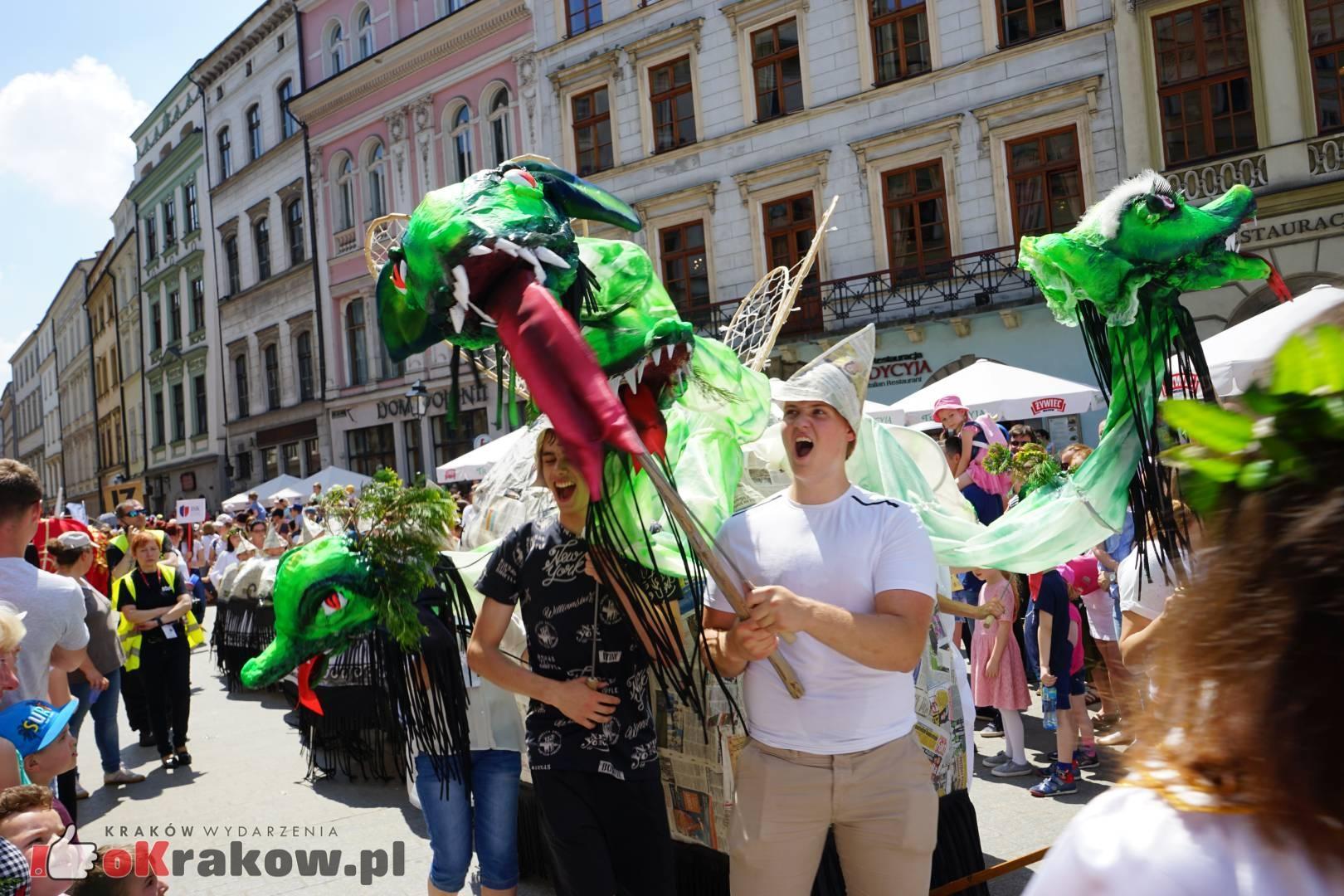 wielka parada smokow przeszla przez krakow w 40 smokow do okola swiata 2019 59 150x150 - Parada Smoków przeszła przez Kraków. Obszerna galeria zdjęć - 2 czerwca 2019 w Krakowie