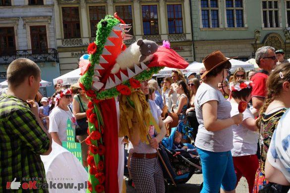 wielka parada smokow przeszla przez krakow w 40 smokow do okola swiata 2019 66 585x390 - Parada Smoków przeszła przez Kraków. Obszerna galeria zdjęć - 2 czerwca 2019 w Krakowie