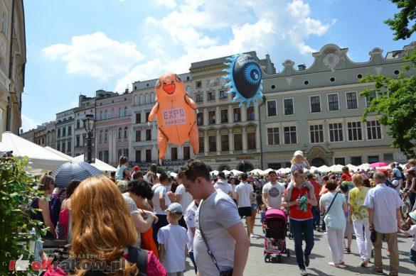 wielka parada smokow przeszla przez krakow w 40 smokow do okola swiata 2019 80 585x389 - Parada Smoków przeszła przez Kraków. Obszerna galeria zdjęć - 2 czerwca 2019 w Krakowie