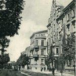 """Widok ul. Karmelickiej – na pierwszym planie kamienica """"Pod Pająkiem"""" nr 35, autor nieznany, 1905 r., MHK-536/VIII k"""