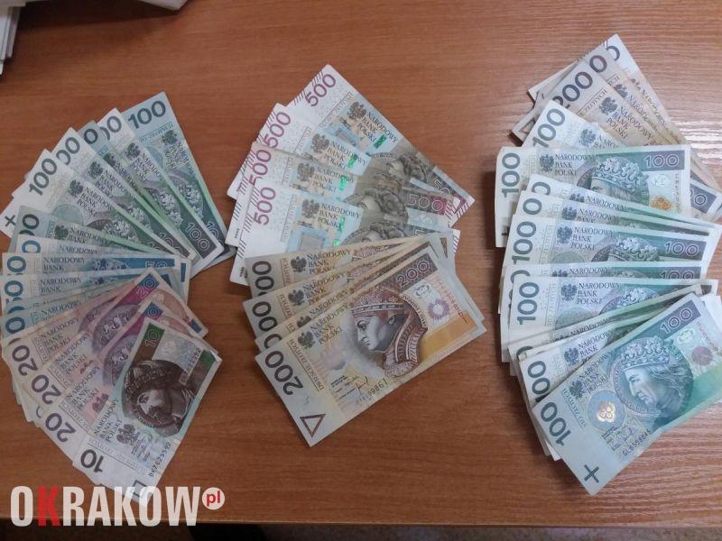 Krakowscy policjanci zatrzymali trzech posiadaczy znacznych ilości narkotyków