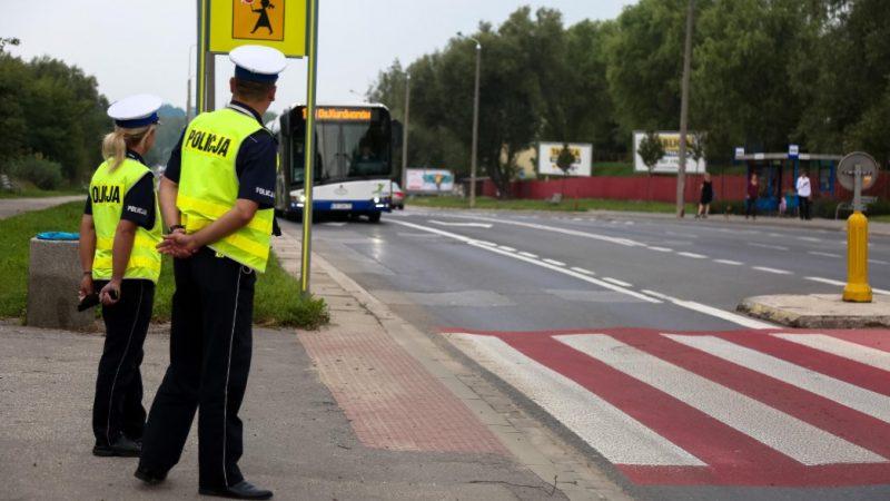 """Małopolscy policjanci ruchu drogowego rozpoczynają akcję """"Bezpieczna droga do szkoły"""""""