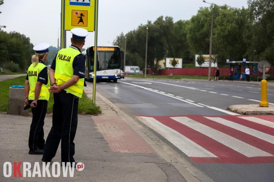 """malopolska policja krakow - Małopolscy policjanci ruchu drogowego rozpoczynają akcję """"Bezpieczna droga do szkoły"""""""